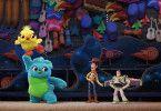 Immer für einen Lacher gut: Die beiden Stofftiere Ducky und Bunny helfen Woody, Buzz & Co bei ihrer schweren Mission.
