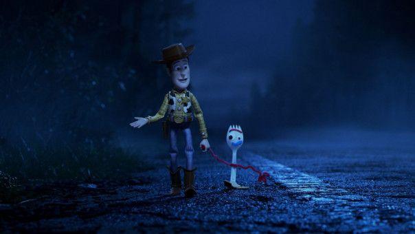 Woody (links) hat es sich zur Aufgabe gemacht, Forky zu beschützen.