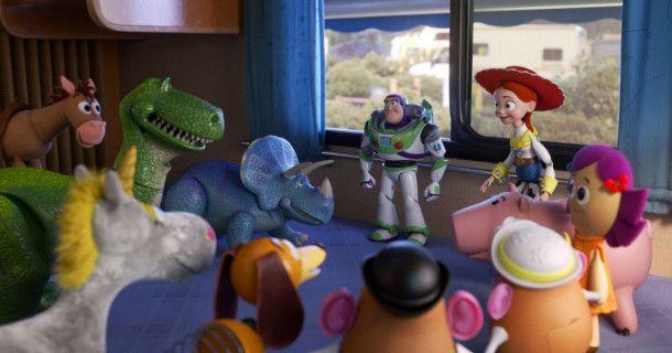 Die Spielzeuge haben sich versammelt, um das weitere Vorgehen zu besprechen.