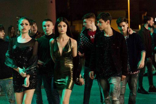 Jungs sind eben doch nur Jungs: Nicola (Francesco Di Napoli, vorne rechts) will das Herz der schönen Letizia (Viviana Aprea, zweite von links) erobern.