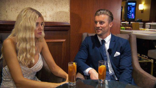 """Alex, der Gewinner der vergangenen """"Bachelorette""""-Staffel, bittet um ein Einzelgespräch."""
