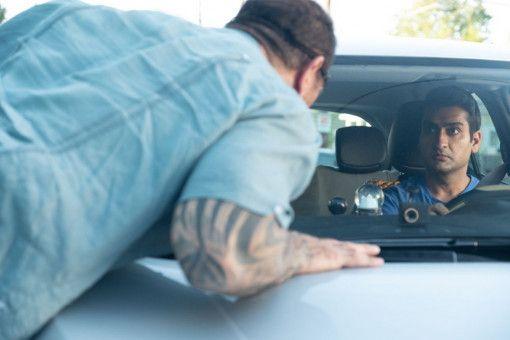 Uber-Fahrer Stu (Kumail Nanjiani, rechts) bekommt einen ungemütlichen Gast: Vic (Dave Bautista) hat noch eine Rechnung offen mit einem Verbrecher und braucht einen fahrbaren Untersatz.
