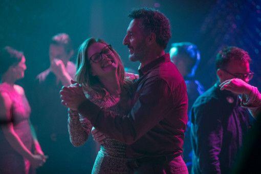 Es knistert gewaltig zwischen Gloria (Julianne Moore) und dem frisch geschiedenen Arnold (John Turturro).