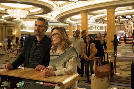 Arnold (John Turturro) und Gloria (Julianne Moore) versuchen es mit einem romantischen Wochenende in Las Vegas.