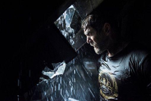Dave (Barry Pepper) will sich vor dem Sturm retten. Doch der Keller seines Hauses ist alles andere als sicher ...