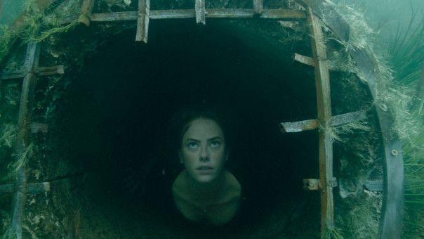 Im überfluteten Keller sucht Haley (Kaya Scodelario) verzweifelt nach einem Weg ins Freie.