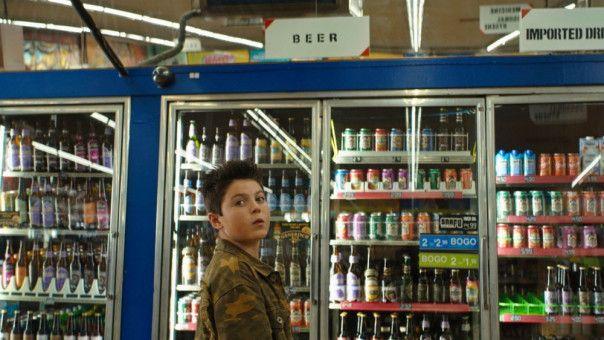 Thor (Brady Noon) will Bier klauen. Immerhin schafft er drei Schlücke, ohne umzukippen!