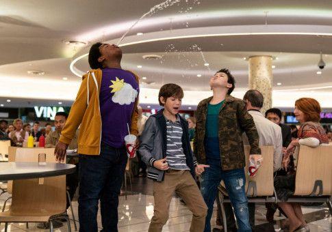 Lucas (Keith L. Williams), Max (Jacob Tremblay) und Thor (Brady Noon, von links) haben ihren Spaß im Einkaufszentrum.