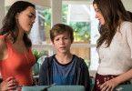 Ein wenig überfordert: Max (Jacob Tremblay) steht zwischen zwei Frauen.