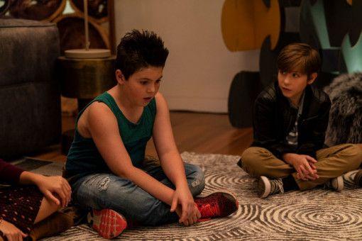 Wie knutscht man denn nun richtig? Thor (Brady Noon, links) und Max (Jacob Tremblay) sind ratlos.