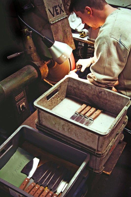 Beim Solinger Schneidwaren-Samstag wird gezeigt, wie die berühmten Klingen aus Solingen hergestellt werden.
