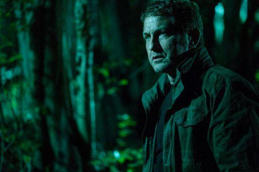 Banning (Gerard Butler) flieht vor dem FBI und einem unheimlichen Gegner in die Wälder.