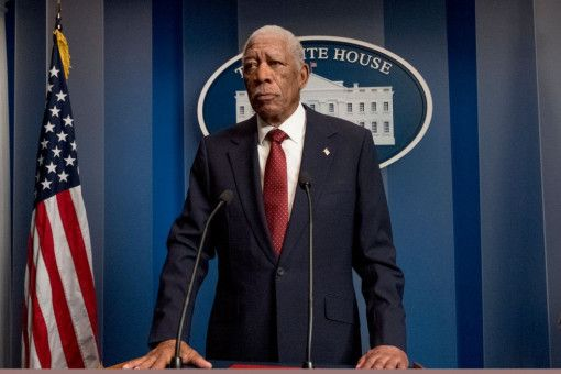 Präsident Trumbull (Morgan Freeman) wird bei einem Drohnenangriff schwer verletzt.