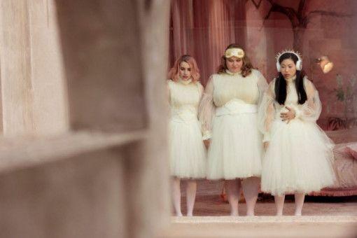 Gemeinsam sind sie stärker: Uma (Emma Roberts, links), Chloe (Danielle Macdonald, Mitte) und Yu (Awkwafina) freunden sich an.