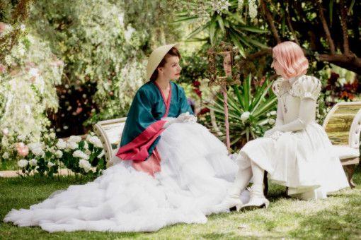 """""""Paradise Hills"""" punktet mit fantastischen Kostümen und opulenter Ausstattung."""