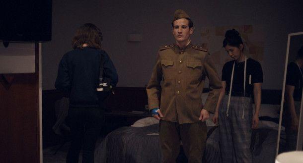Nachwuchsschauspieler Jonas (Max Krause) kreist vor allem um sich selbst.