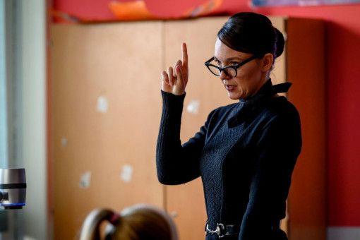 Mit diesem Namen hat man es nicht leicht als Lehrerin: Carolin Kebekus spielt Frau Kackert.