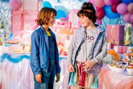 Lola (Meggy Hussong, links) und Cheyenne (Yola Streese) sind unzertrennlich - oder doch nicht?