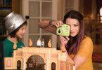 Marla (Anya Taylor-Joy) und ihr kleiner Bruder Charlie (Gabriel Bateman) sind große Playmobil-Fans - und landen bald selbst in der bunten Plastikwelt.