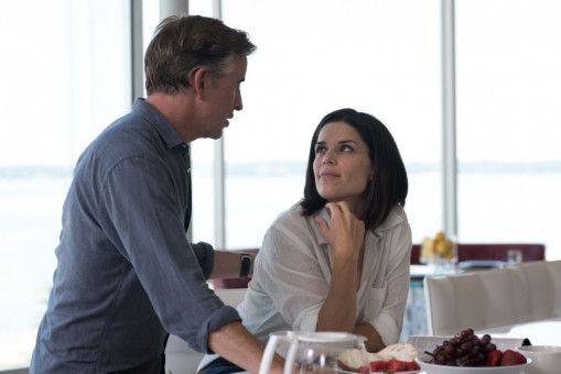 PR-Frau Valerie (Neve Campbell) und Radiomoderator Lionel Macomb (Steve Coogan) schmieden große Pläne.