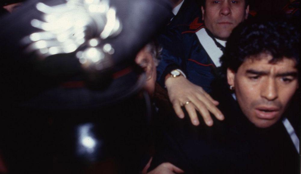 Ein Leben im Rampenlicht: Abseits des Platzes füllte Diego Maradona mit zahlreichen Eskapaden die Seiten der Boulevardmagazine.