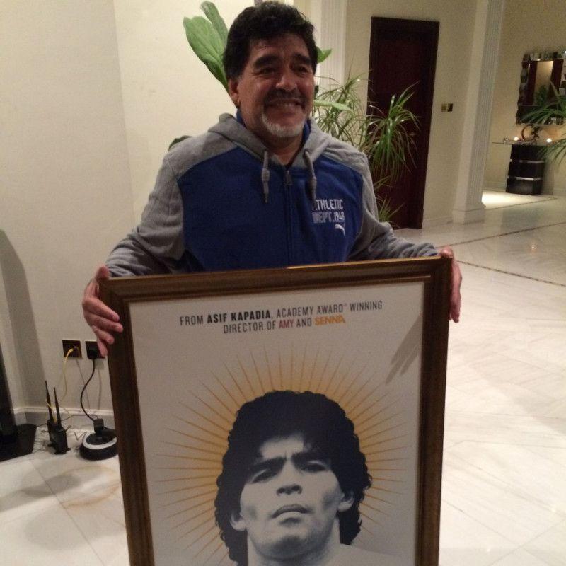 Heute ist Diego Maradona 58 Jahre alt. Derzeit erholt sich der ehemalige Weltklasse-Fußballer von einer Knie-OP.