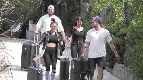 Vor dem Finale müssen sie und Mike ihre Freunde Yeliz und Johannes verabschieden.