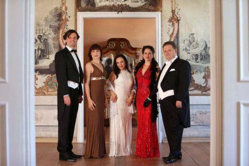 """Die """"Johann Strauss Revue"""" gastiert in Heidenheim und Bingen."""
