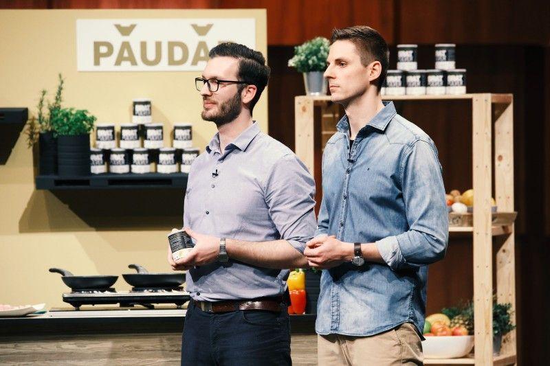 """<b>Folge 1:</b> Johannes Schmidt und Deniz Schöne stellen ihr Produkt """"Paudar"""" vor. Mit dem Bratpulver soll der Fetteinsatz um 90 Prozent minimiert werden, auch lästige Spritzer sind angeblich Geschichte."""