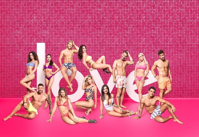 """In der dritten Staffel von """"Love Island"""" suchten zahlreiche Singles wieder die große Liebe oder den großen TV-Auftritt. Wir zeigen Ihnen, wer dabei war und wer gewonnen hat."""