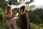 Naïma (Mina Farid, rechts) bewundert ihre permanent erotisch provozierende Cousine Sofia (Zahia Dehar).