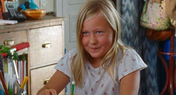 Am Anfang ist die Welt von Amanda (Isaure Multrier) noch völlig in Ordnung: Sie wird liebevoll von ihrer alleinerziehenden Mutter umsorgt.