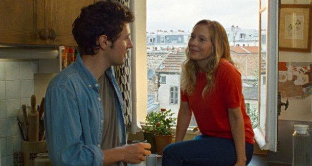 David (Vincent Lacoste) und Sandrine (Ophélia Kolb) haben ein sehr enges geschwisterliches Verhältnis, da sie schon früh aufeinander angewiesen waren.