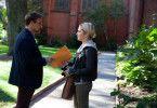 Angela (Addison Timlin) gibt ihrem Lehrer Ted (Stanley Tucci) ihre erotischen Texte zum Lesen.