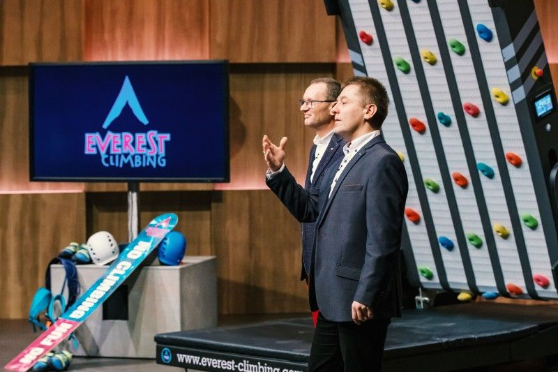"""<b>Folge 2:</b> Dariusz Salamonowicz und Piotr Malecki haben die Kletterwand """"Everest Climbing"""" entwickelt. Die Wand ist mit fünf Laufbändern ausgestattet, die in unterschiedlichen Geschwindigkeiten rotieren. Auf diese Weise verändern sich die Positionen der Klettergriffe und es entsteht eine immer neue Kletterstrecke."""