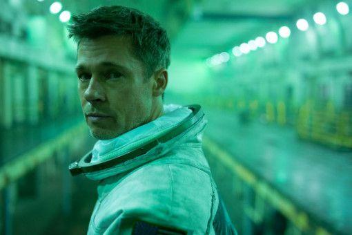 Wie sein Vater vor ihm ist auch Roy McBride (Brad Pitt) Astronaut geworden.