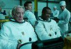 Colonel Pruitt (Donald Sutherland, links) soll McBride (Brad Pitt, hinten) auf seiner Mission begleiten.
