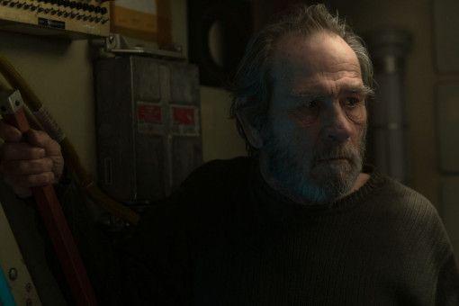 Vater McBride (Tommy Lee Jones) führt ein kauziges Einsiedlerleben am Rande des Sonnensystems.