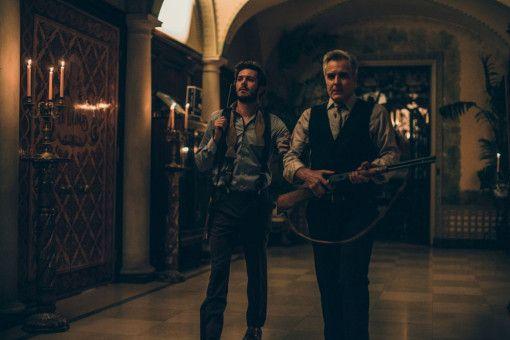 Vater (Henry Czerny, rechts) und Sohn (Adam Brody) gehen auf Menschenjagd.