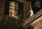 Ihre Hochzeitsnacht entpuppt sich für Grace (Samara Weaving) zum waschechten Survival-Thriller.