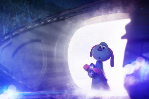 Das Alien-Mädchen Lu-La steigt aus ihrem Ufo.