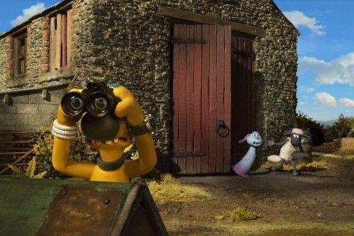 Während Bitzer nach Shaun sucht, schleicht dieser sich mit LU-LA von der Farm, um deren Ufo zu finden.