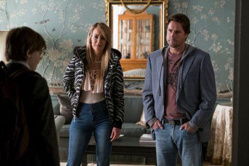Überraschend taucht der heruntergekommene Vater (Luke Wilson) von Theo (Oakes Fegley) mit seiner Geliebten Xandra (Sarah Paulson) auf, um seinen Sohn mit nach Las Vegas zu nehmen.