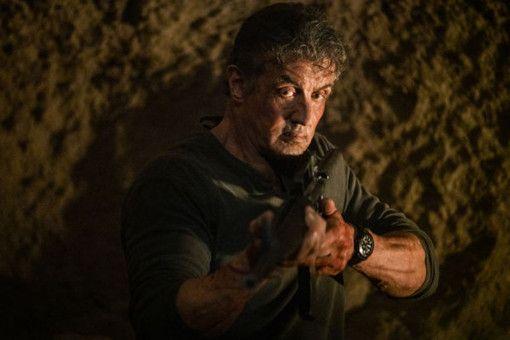 John Rambo (Sylvester Stallone) weiß, wie man Feinde überwältigt.