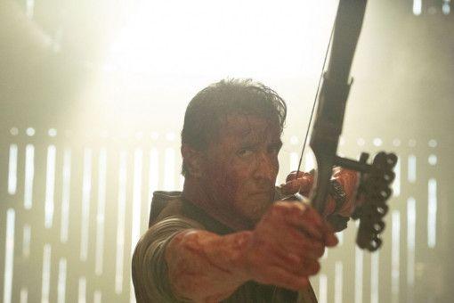 Mit Pfeil und Bogen kennt sich Rambo (Sylvester Stallone) seit jeher bestens aus.