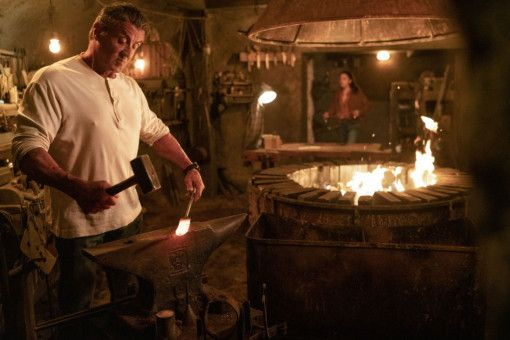 Es gibt immer was zu tun: Rambo bereit sich auf seinen nächstehn Kampf vor.