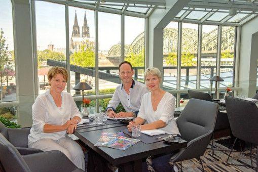 Mariele Millowitsch (links) und Cordula Stratmann im Gespräch mit prisma-Chefredakteur Stephan Braun.