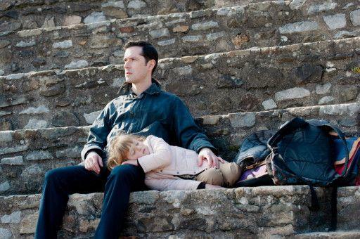 Alexandre Guérin (Melvil Poupaud) kann nicht mehr ertragen, dass der Priester, der ihn einst missbrauchte, immer noch mit Kindern arbeitet.