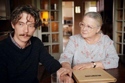 Emmanuel (Swann Arlaud) findet in seinem Schmerz nur bei seiner Mutter Irène (Josiane Balasko) Halt.