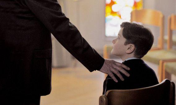 Alexandre hat als Kind (Davan Collin) Schreckliches erlebt.